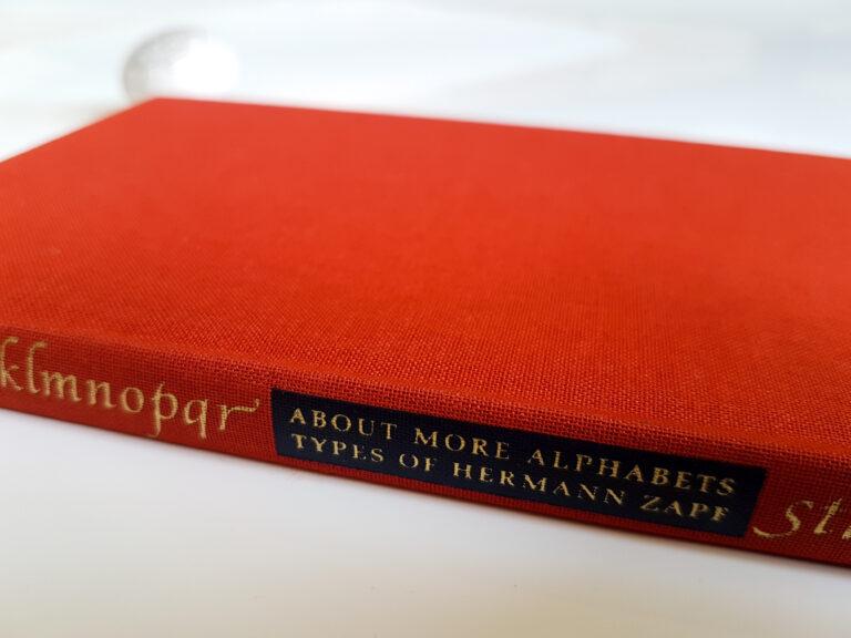 About more alphabets. Types of Hermann Zapf / Jerry Kelly – recenzja książki